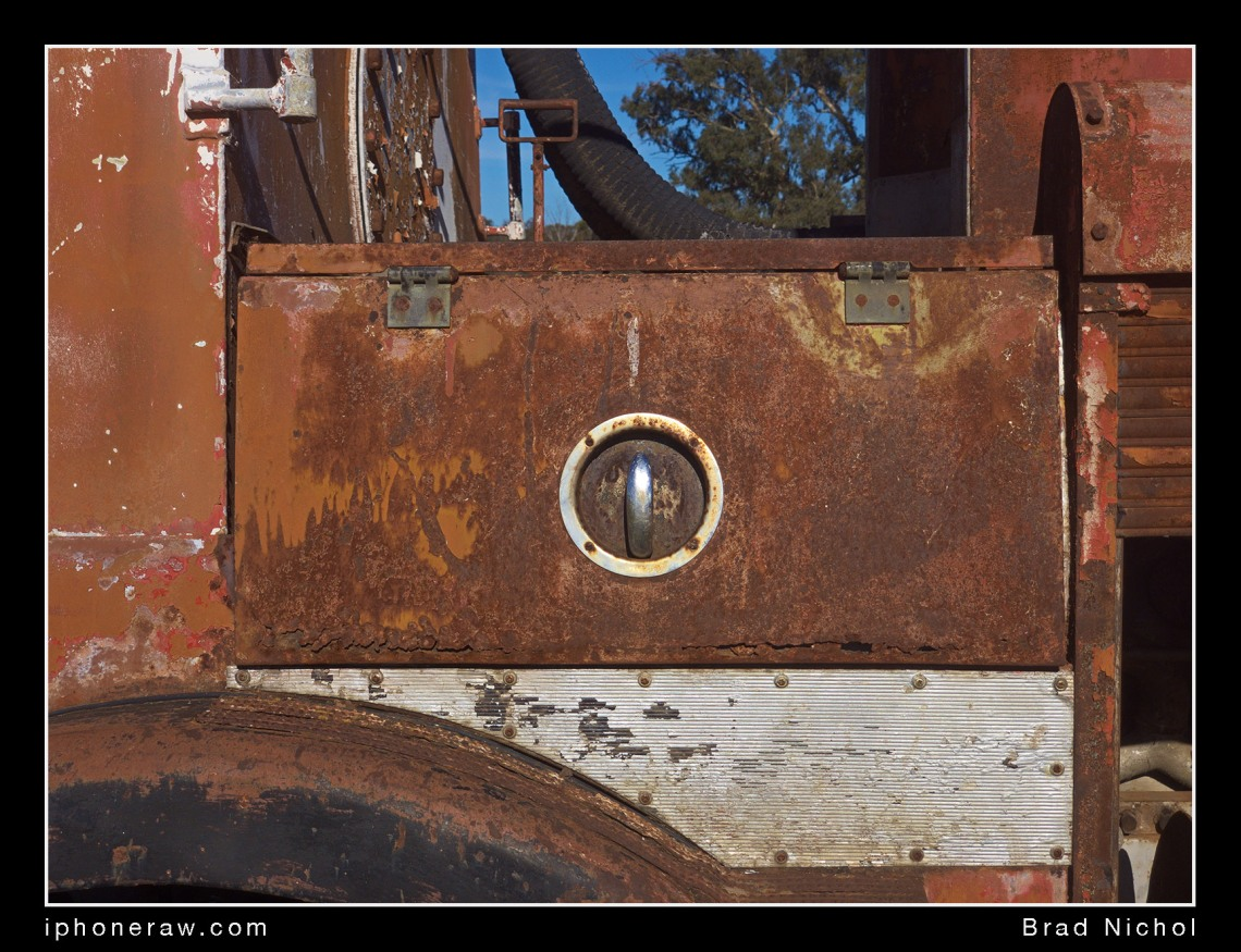 Abandoned Fire Truck at Coolamon Track, iPhone x Telephoto lens test, TLC, texture.
